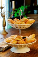 These tiny cakes made with self-made puff pastry filled with curd cheese and jam...