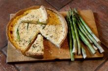 Špargľový koláč so syrom